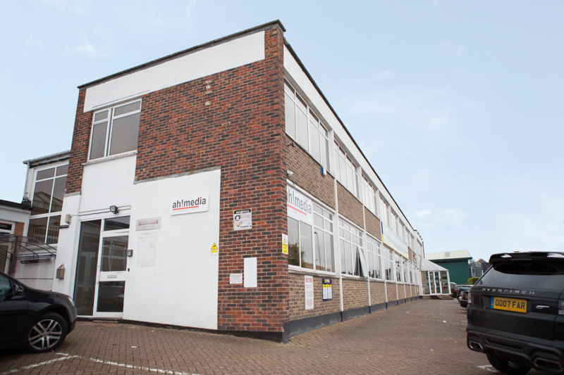 Car Supermarket Crawley >> Rent Office in Crawley From Flexspace   121
